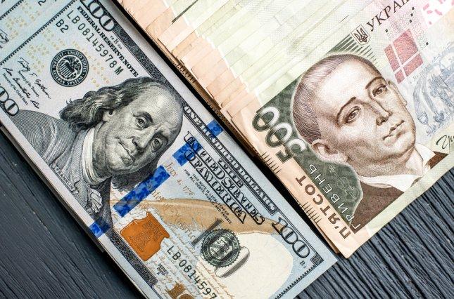 Доллар практически на месте, а евро резко «упал»: курс валют на 19-е февраля. Новости Украины