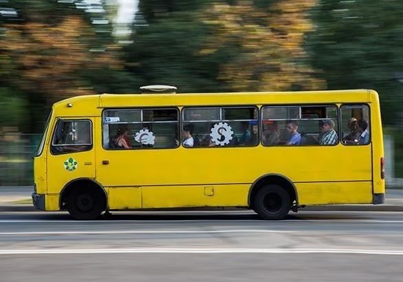 «Приятное с безответственным»: в Днепре водитель маршрутки смотрел фильм за рулем. Новости Днепра