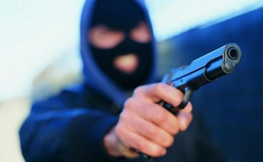 Забежал и угрожал пистолетом: мужчина напал на работницу кредитного учреждения. Новости Днепра