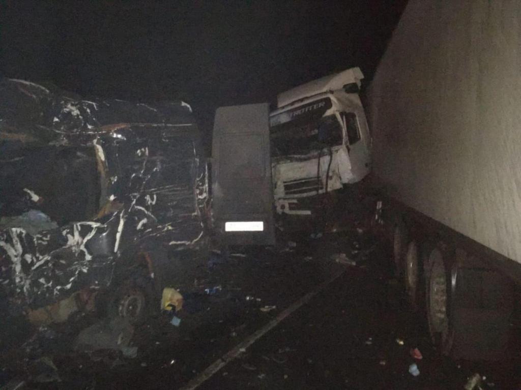 8 украинцев погибли в ДТП: микроавтобус влетел в фуру. Новости Украины
