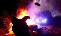 З'явилося відео: автобуси в Нових Санжарах камінням закидали жінки