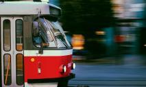 У Дніпрі трамвай зійшов з рейок і перекрив дорогу: утворилася пробка