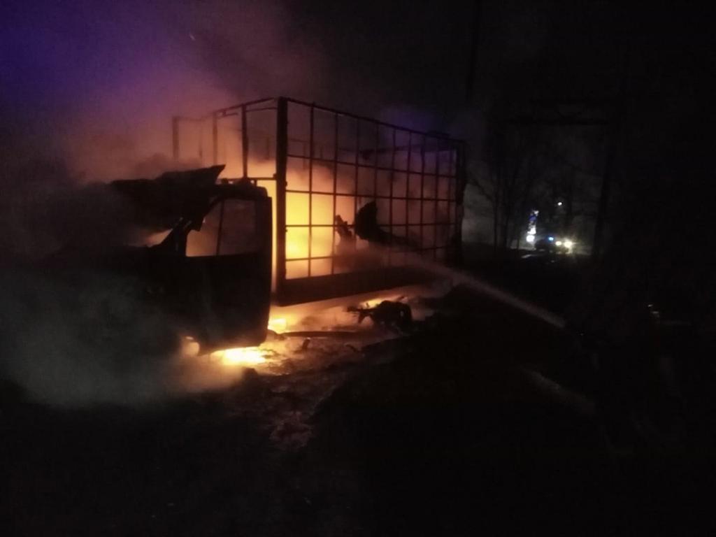 Пожар начался в салоне: сгорел грузовой автомобиль. Новости Днепра