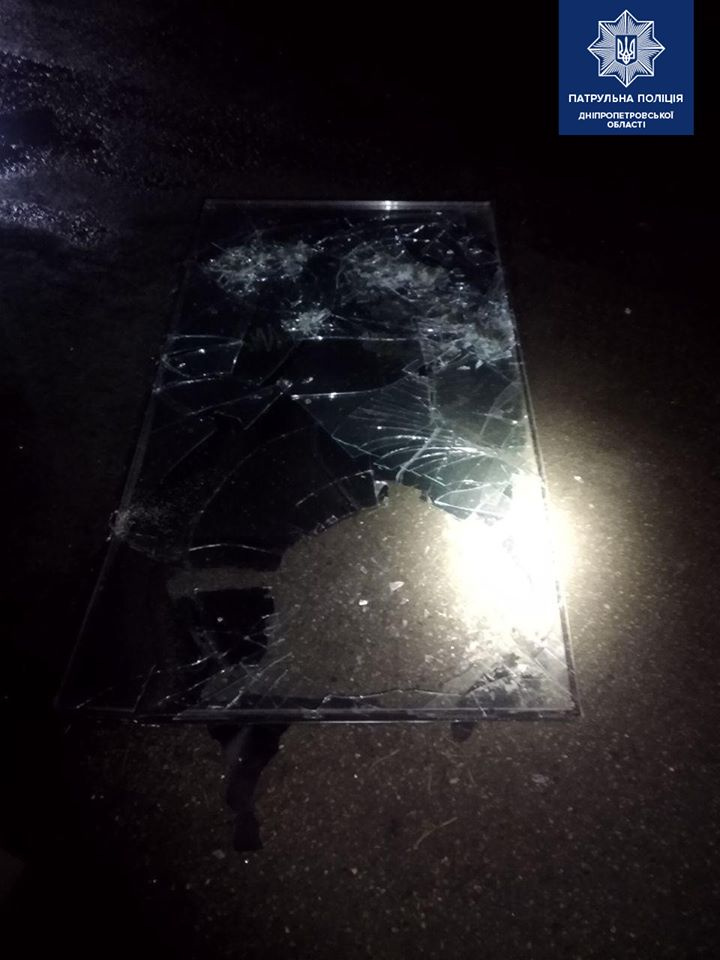 Дебош в супермаркете: мужчина разбил стекло и вывеску. Новости Днепра