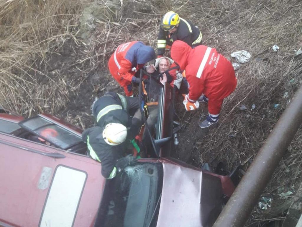 В Днепре авто слетело с моста. Новости Днепра