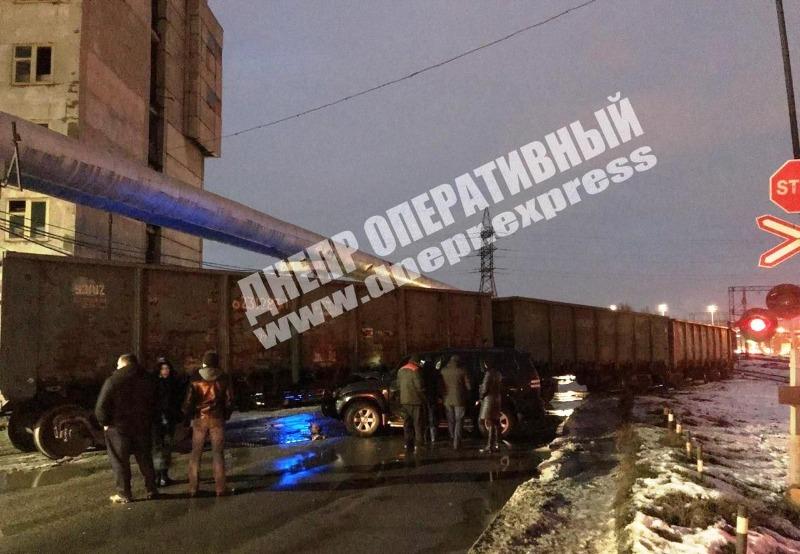В Днепре автомобиль влетел в поезд: подробности. Новости Днепра