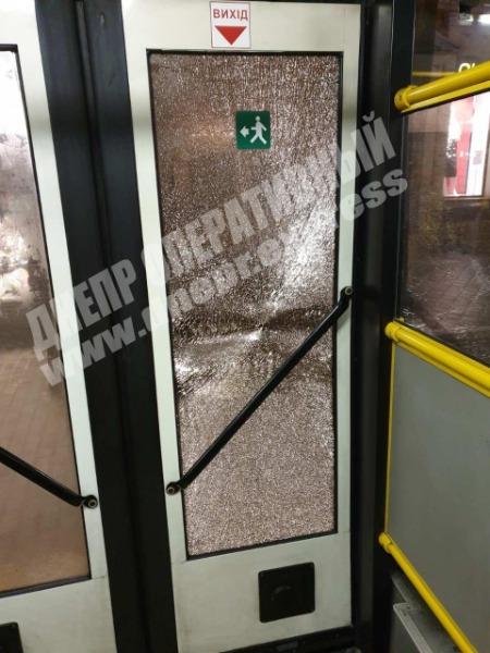 В Днепре хулиганы повредили новый троллейбус. Новости Днепра