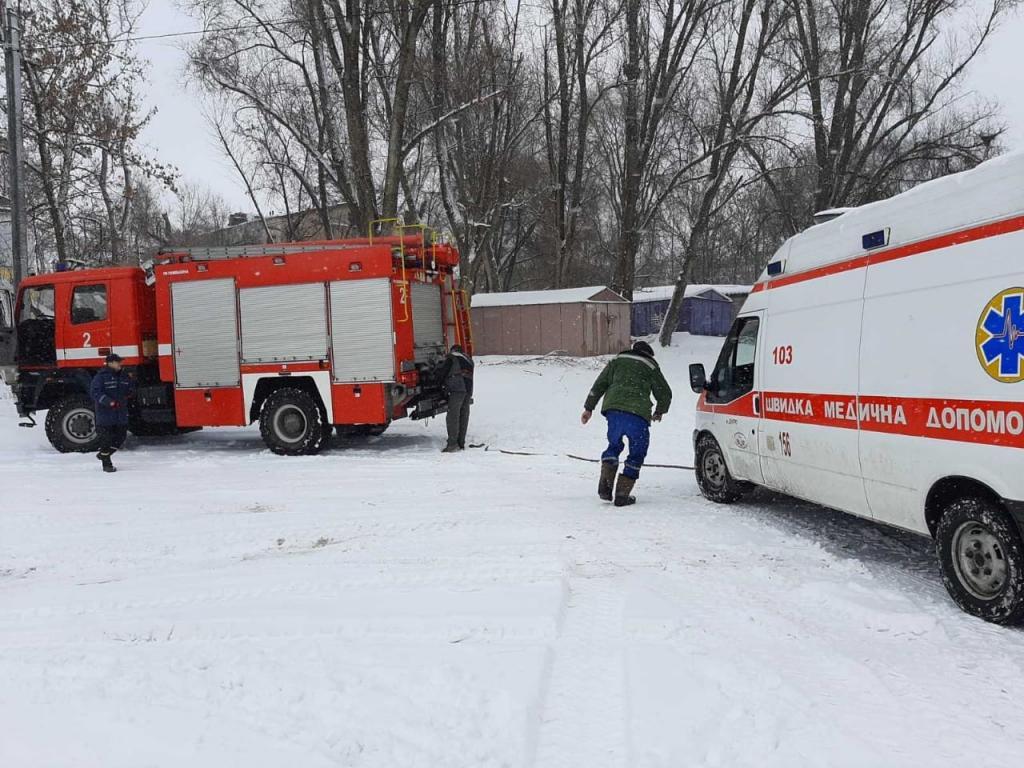 В Днепре машина Скорой помощи оказалась в снежной ловушке. Новости Днепра
