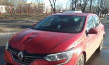 Колесо отлетело в авто: яма стала причиной серьезного ДТП в Днепре