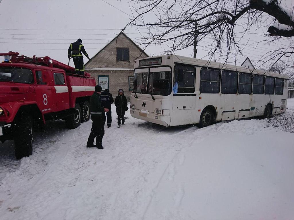 В Днепропетровской области автобус застрял в сугробе. Новости Днепра