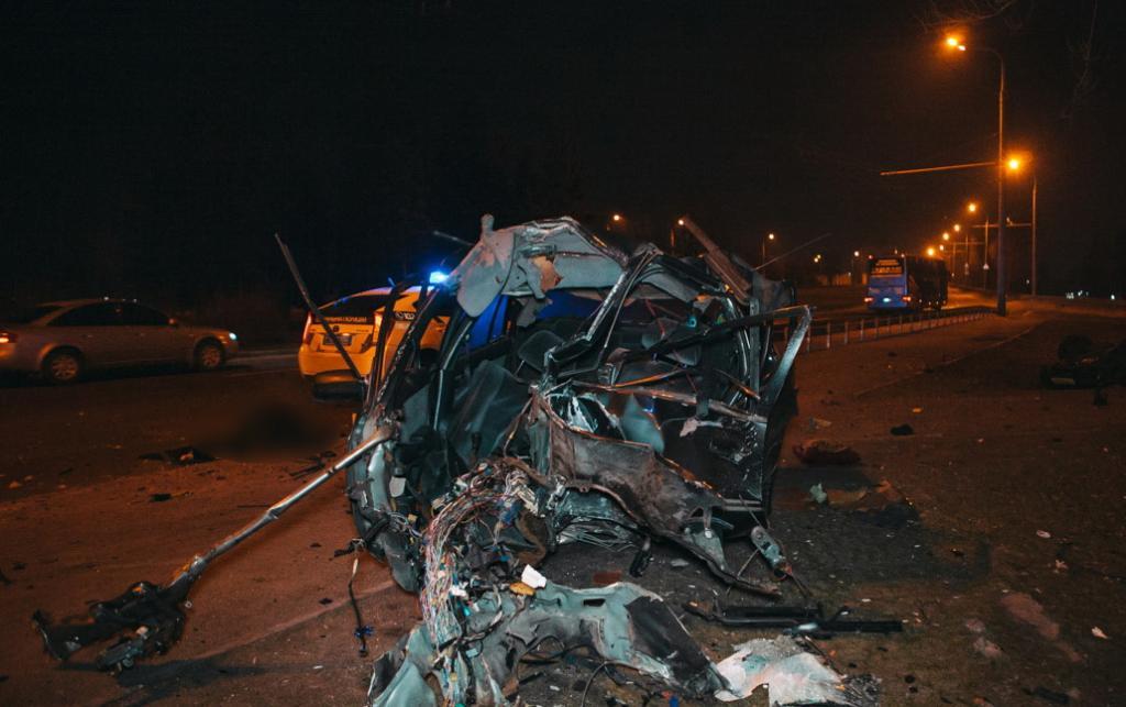 В Днепре авто влетело в столб: видео момента смертельного ДТП. Новости Днепра