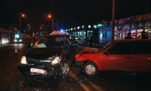 Лобовое столкновение в Днепре: двое пострадали, водитель сбежал