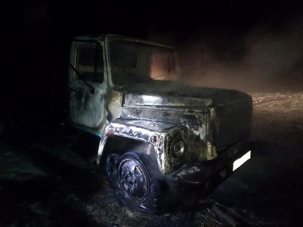 На дороге сгорел грузовик: владельца пока не нашли. Новости Днепра