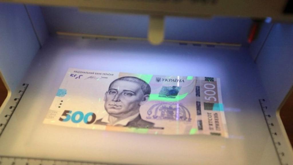 В Украине открыто продают фальшивые деньги: как определить подделку. Новости Украины