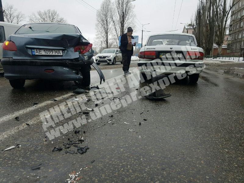 В Днепре произошло тройное ДТП с микроавтобусом. Новости Днепра