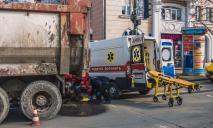 Видео момента ДТП: в центре Днепра грузовик переехал мужчину