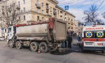 Жуткое ДТП: в центре Днепра грузовик переехал мужчину