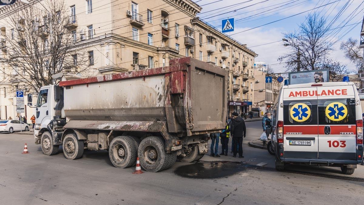 В центре Днепра грузовик переехал мужчину. Новости Днепра