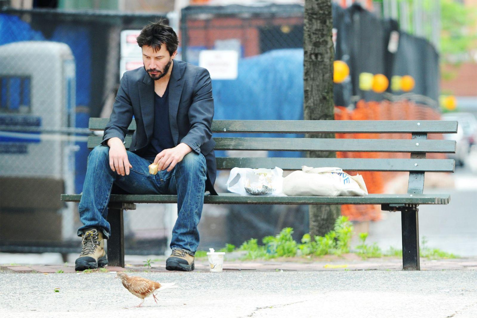 «Грустный» актер Киану Ривз попал в украинский учебник по истории. Новости Украины