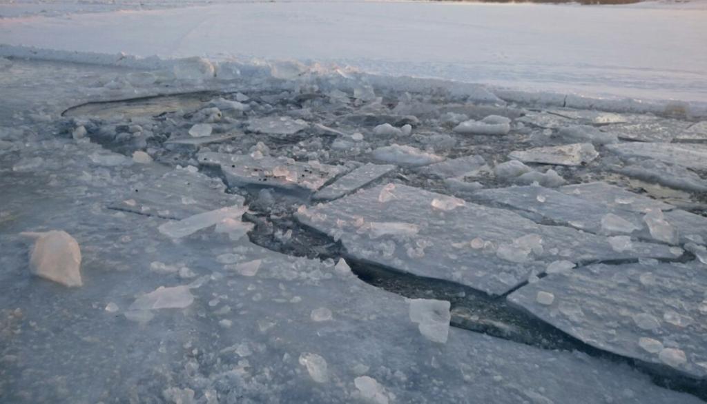 «Смертельная рыбалка»: мужчина провалился под лед и утонул. Новости Днепра