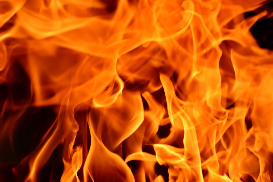 Пожар под Днепром: загорелся магазин. Новости Днепра