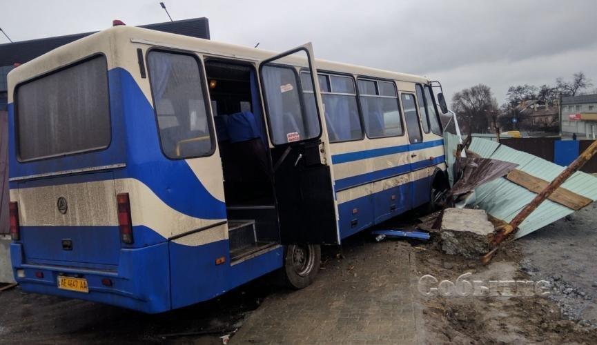 В Каменском водитель автобуса с детьми умер за рулем: появилось видео. Новости Днепра
