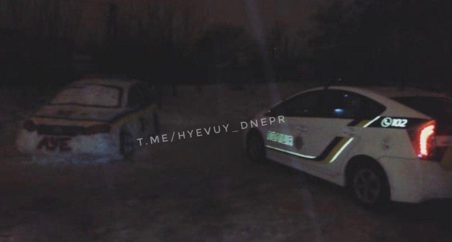 В Днепре из снега слепили полицейскую машину. Новости Днепра