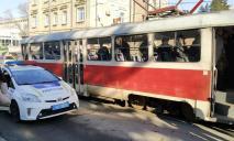 Выходил из трамвая: в Днепре сбили пешехода