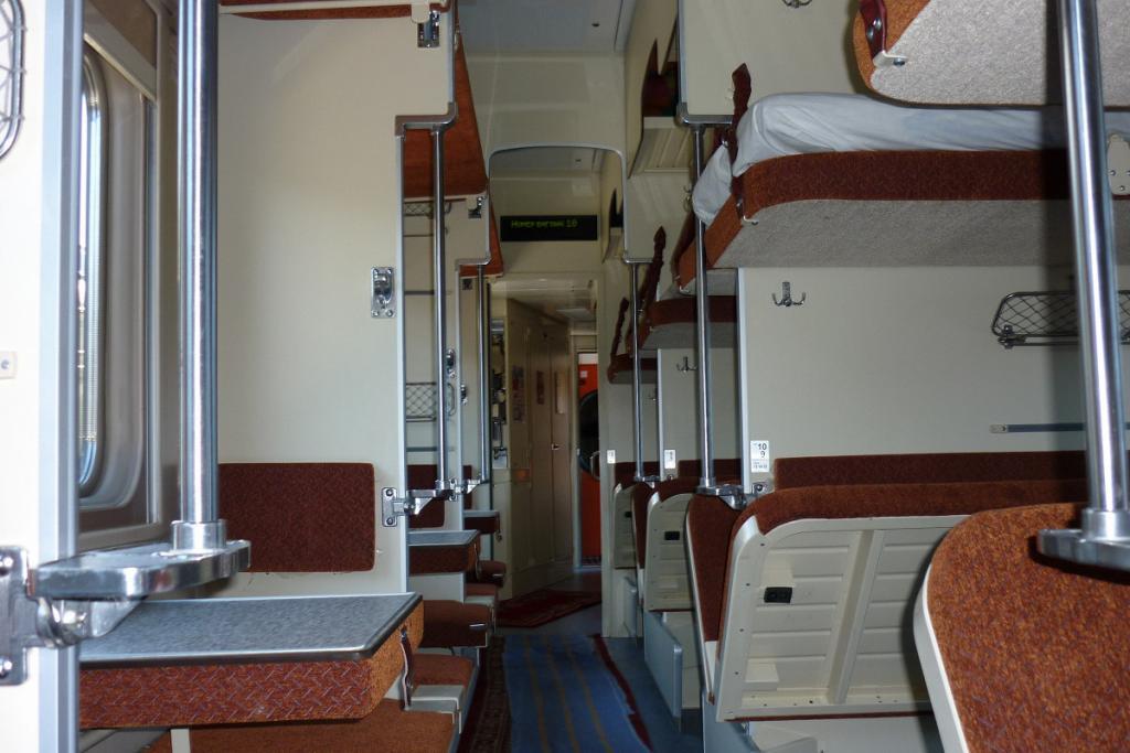 ЧП в поезде через Днепр: на женщину упала полка, «Укрзализныця» обвиняет пассажира. Новости Днепра