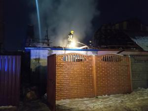 Спасатели тушили пожар на чердаке дома. Новости Днепра