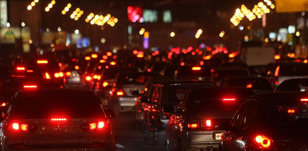 Днепр занесло снегом: на дорогах серьезные пробки. Новости Днепра