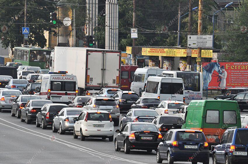 На мосту в Днепре серьезная пробка: ситуация на дорогах города. Новости Днепра