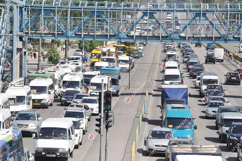 Серьезные пробки в Днепре: куда сейчас не стоит ехать. Новости Днепра