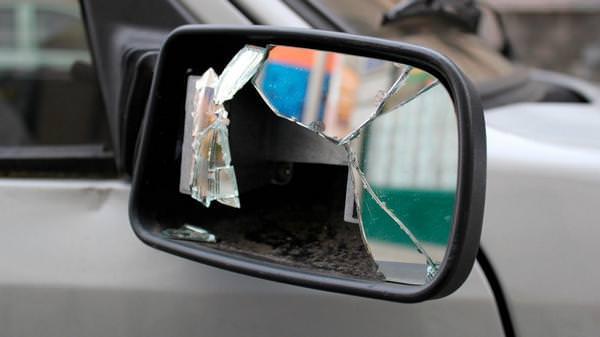 Чоловік зачепив дзеркалом пішохода і обматюкав його. Новини Дніпра