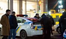 Много полиции: потасовка у торгового центра в Днепре завершилась стрельбой