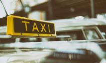 В центре Днепра мужчина устроил дебош в такси