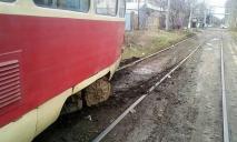 «Дрифтанул»: в Днепре трамвай сошел с рельсов