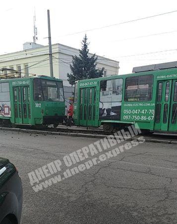 Трамвай сошел с рельсов. Новости Днепра