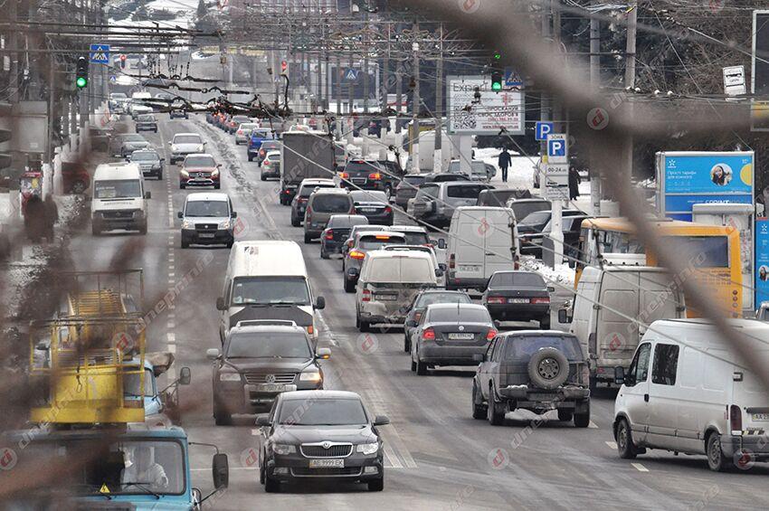 Днепр завалило снегом: что с сейчас транспортом. Новости Днепра