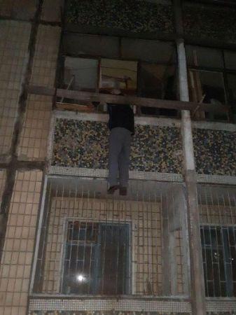 Мужчина застрял на балконе. Новости Днепра