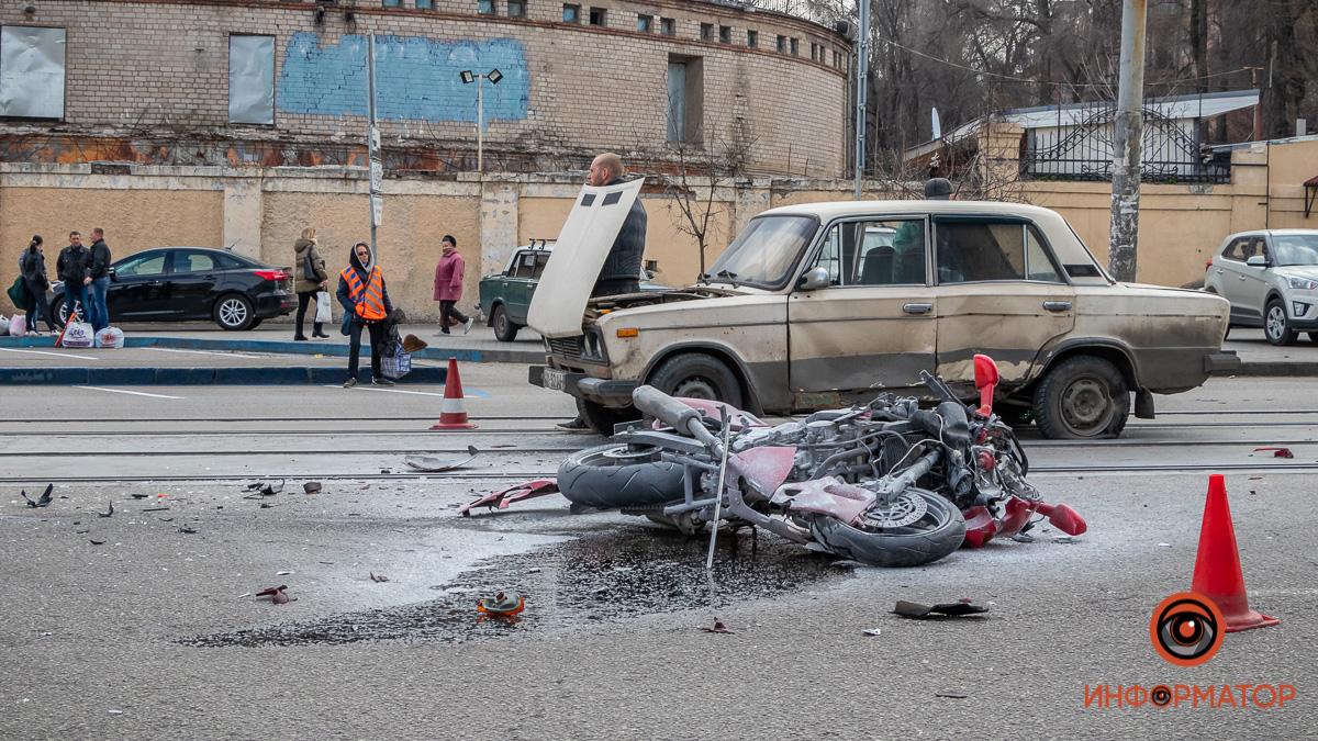 В Днепре ДТП с мотоциклом заблокировало движение трамваев. Новости Днепра