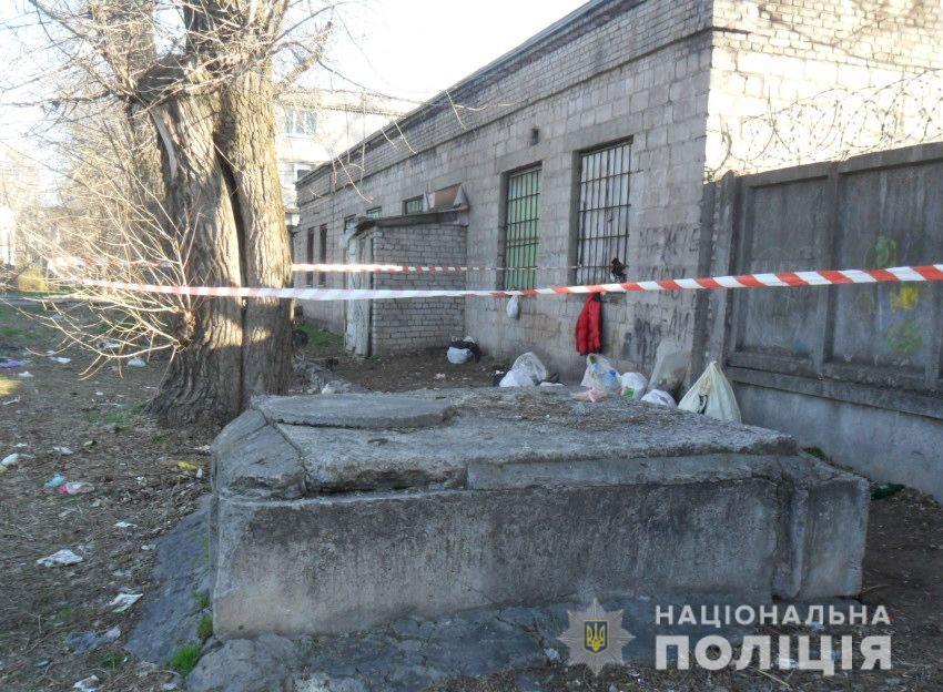 Под Днепром мужчина до смерти забил бездомного кирпичом. Новости Днепра