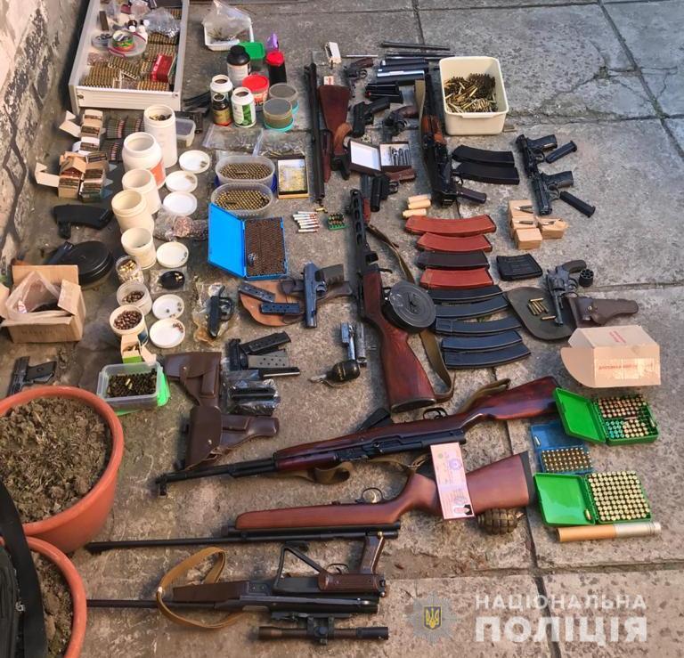 В Днепре мужчина хранил арсенал оружия и боеприпасов. Новости Днепра