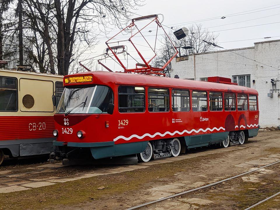 В Днепре трамваи собираются перекрасить в красный цвет. Новости Днепра