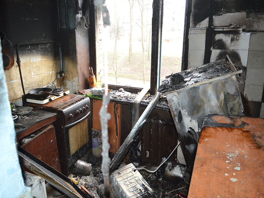 В Днепре горела квартира: огонь тушили 11 спасателей. Новости Днепра