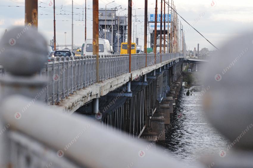 В Днепре девушка собиралась спрыгнуть с Амурского моста. Новости Днепра