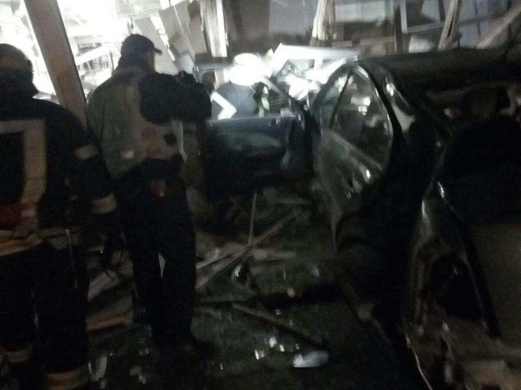 Под Днепром авто влетело в магазин. Новости Днепра