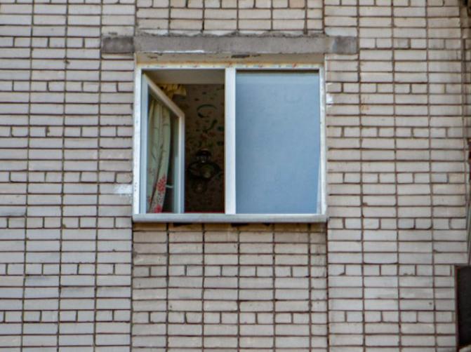 Парень выпрыгнул из окна на 4-м этаже. Новости Днепра