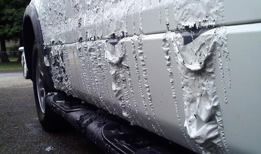 В Днепре неизвестные портят припаркованные машины горожан. Новости Днепра