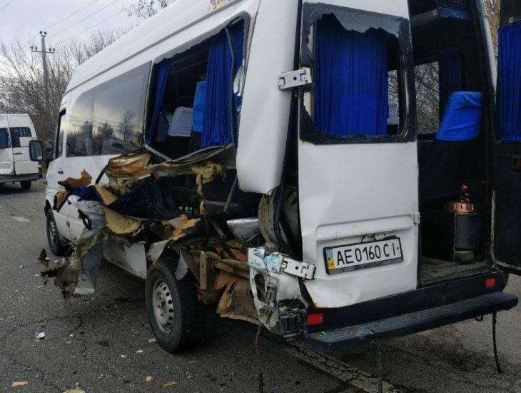 В Днепре грузовик повредил 2 маршрутки. Новости Днепра
